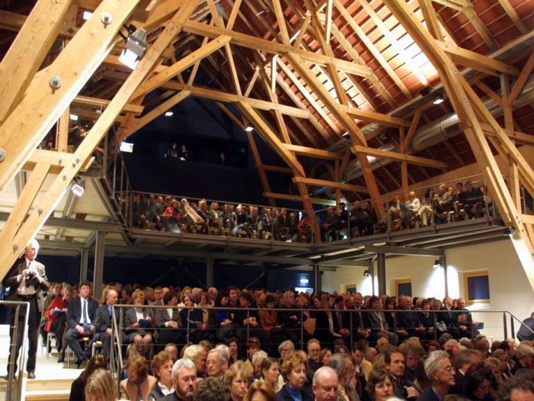 Andechs, Florianstadlnach Umbau mit Publikum